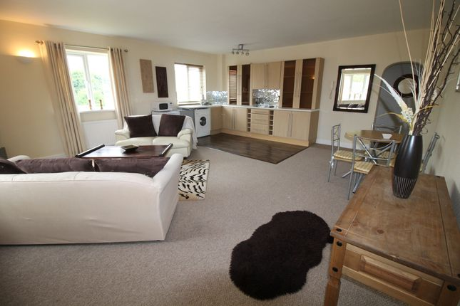 Thumbnail Flat to rent in Church Street, Thorne, Doncaster