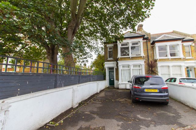 3 bed flat for sale in Avenue Road, Westcliff-On-Sea