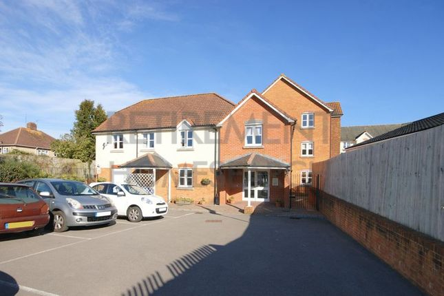 Thumbnail Flat for sale in Kings Court, Fordingbridge