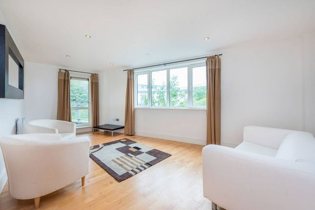 Flat to rent in Chiswick High Road, Chiswick