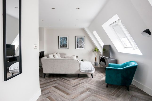 Thumbnail Duplex to rent in Battersea Park Road, London