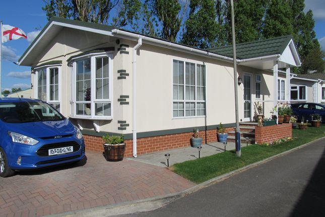 Thumbnail Mobile/park home for sale in Brookside Park, Hawley Lane, Farnborough, Hampshire