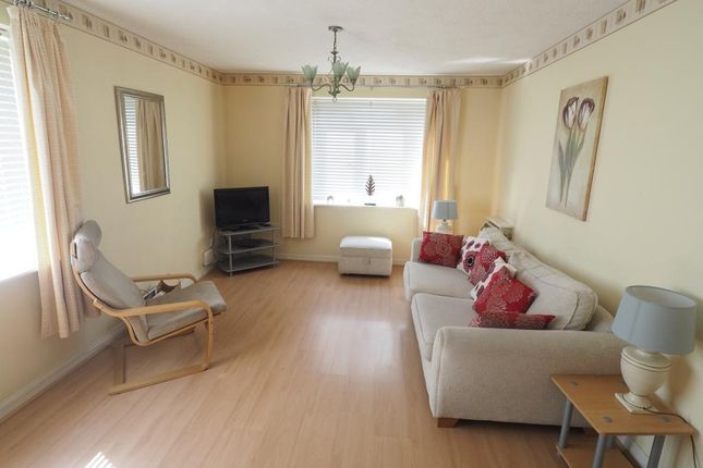2 bed flat to rent in Galleon Court, Victoria Dock, Hull