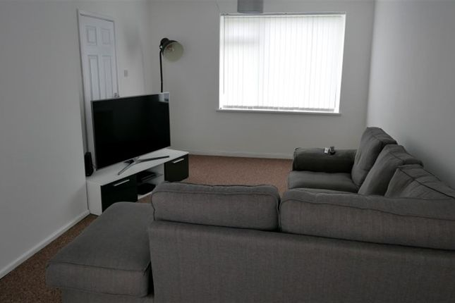 Thumbnail Property to rent in West Grange Close, Leeds