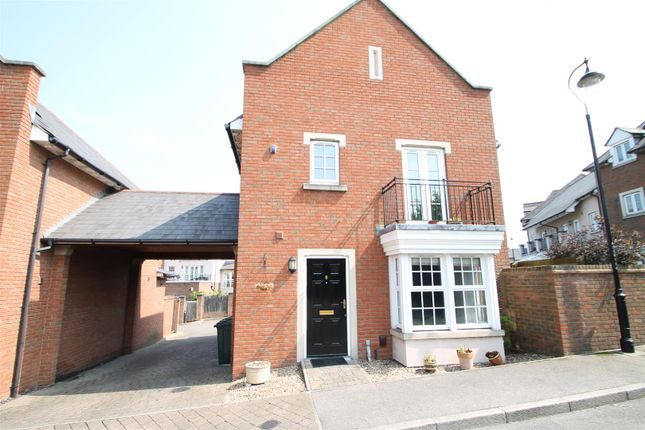 Thumbnail Detached house to rent in Calcroft Avenue, Greenhithe