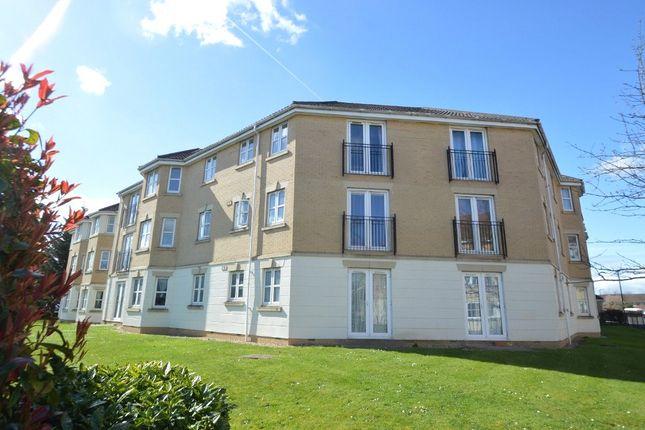 2 bed flat to rent in Scholars Walk, Langley, Slough, Berkshire SL3
