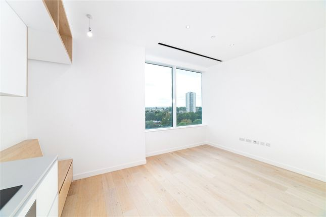 Thumbnail Flat to rent in Apt Parkview, Great West Road, London