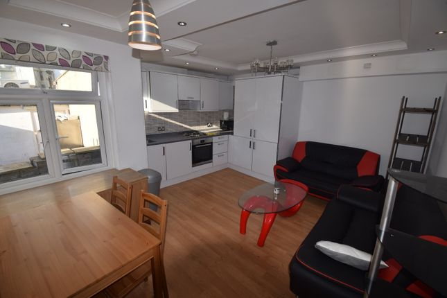 4 bed flat to rent in Liverpool Road, London N7