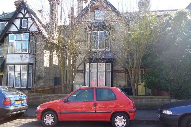 Thumbnail Shared accommodation to rent in Richmond Road, Cambridge