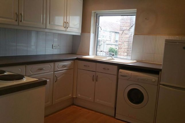 Thumbnail Flat to rent in Hornchurch Road, Hornchurch