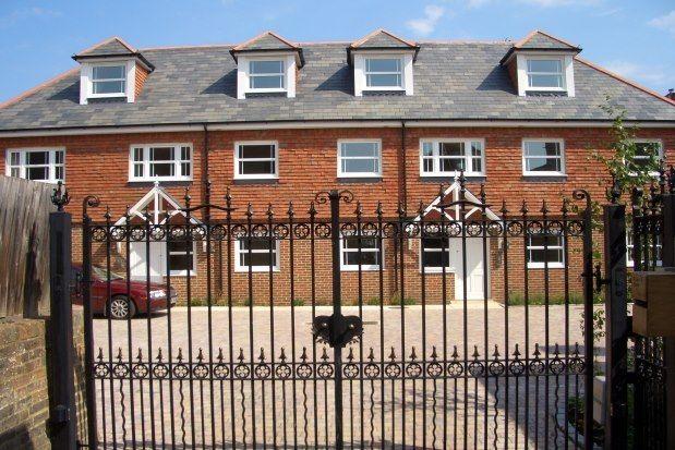 2 bed flat to rent in Framfield Gate, Uckfield TN22