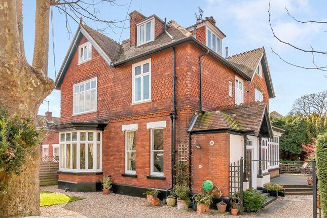 Thumbnail Flat to rent in Devonshire Road, Weybridge
