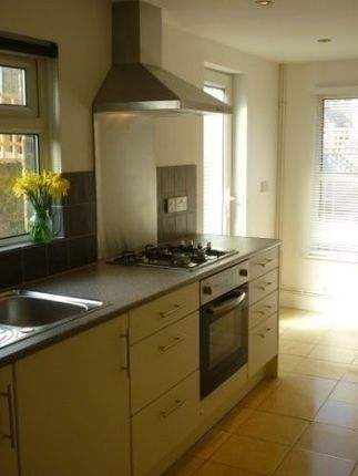 Thumbnail Terraced house to rent in Scales Road, London