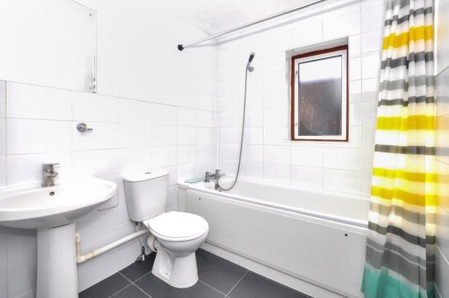 Bathroom of Copping Close, Croydon CR0