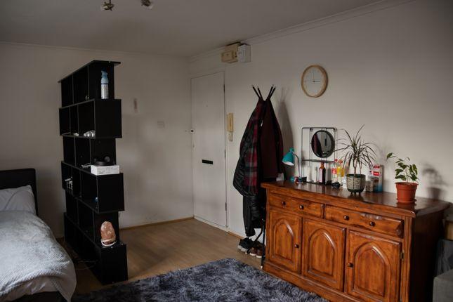 Thumbnail Flat to rent in Kilberry Close, Isleworth, Middlesex TW7, Isleworth,