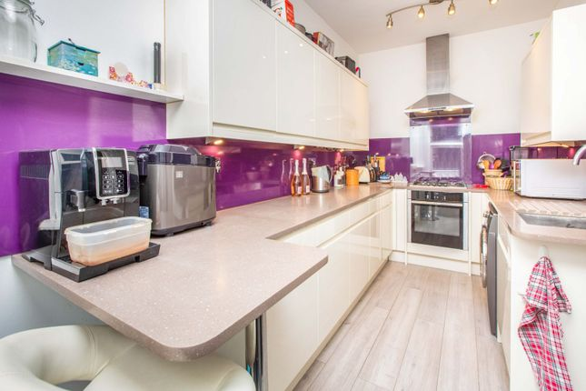 2 bed flat for sale in James Lane, London E10