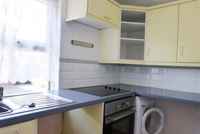 Thumbnail Flat to rent in South Street, Taunton
