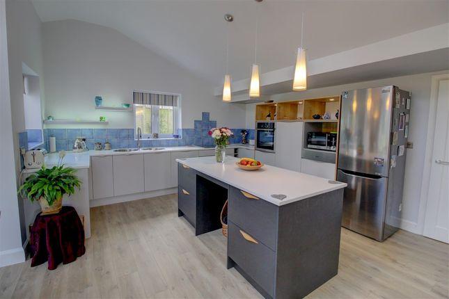 Kitchen of Laskeys Lane, Sidmouth EX10