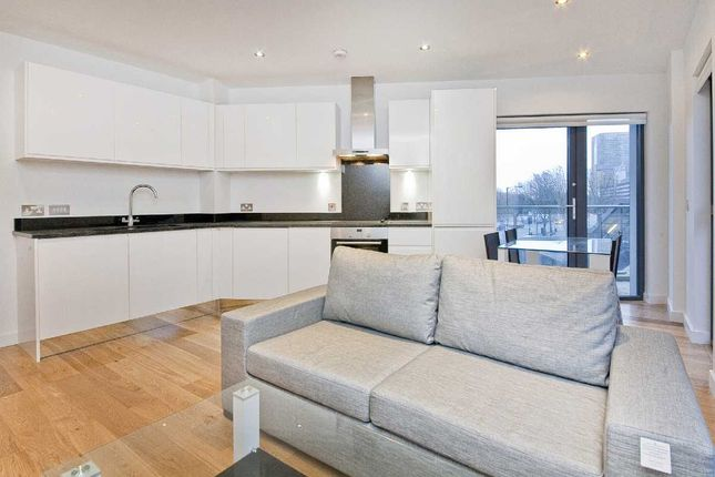 Flat to rent in Salter Street, London, Canary Wharf