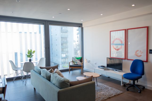 Thumbnail Flat to rent in Chronicle Tower, 261 City Road, Angel, London