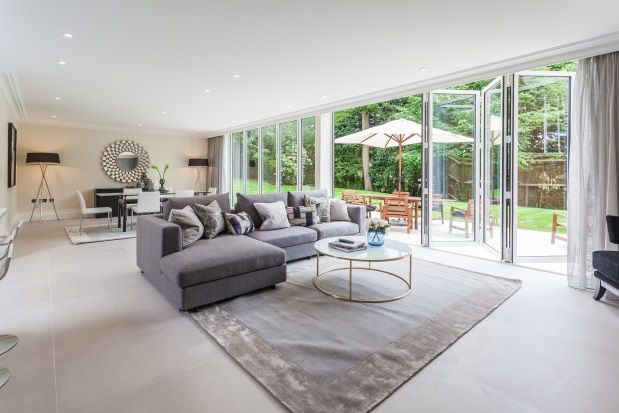 Thumbnail Property to rent in Cobbetts Hill, Weybridge