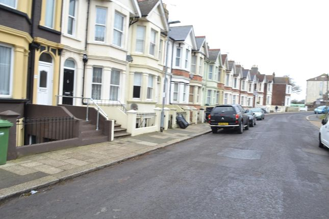 Thumbnail Flat to rent in St. Thomass Road, Hastings, East Sussex