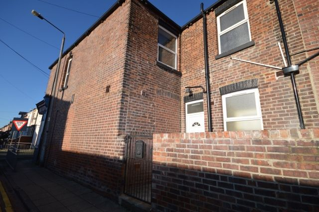 Thumbnail Flat to rent in Beancroft Road, Castleford