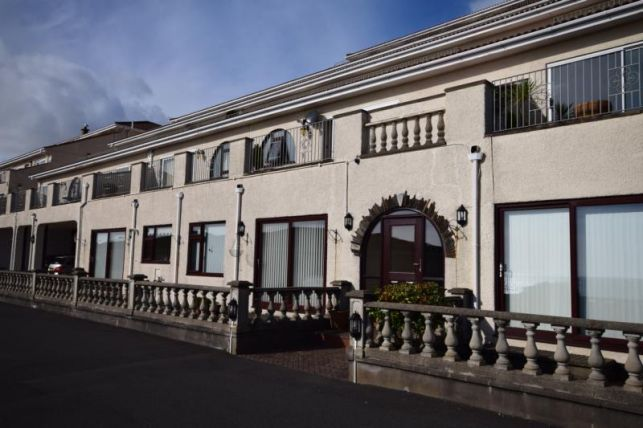 Thumbnail Flat to rent in Sea Cliff Road, Onchan