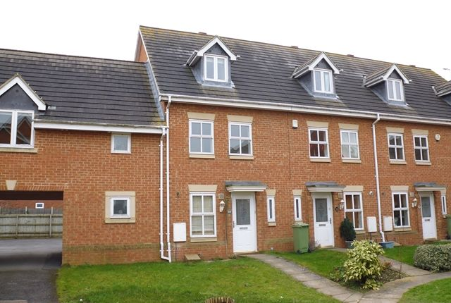 Thumbnail Town house to rent in Oriel Close, Wolverton, Milton Keynes