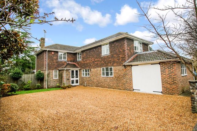 Thumbnail Detached house for sale in Ashleigh Road, Horsham