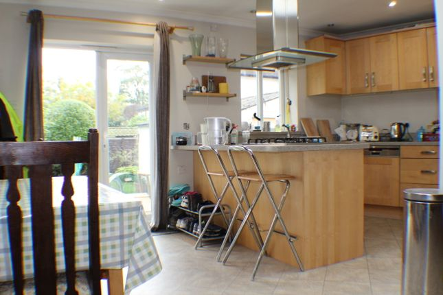 Thumbnail Semi-detached house to rent in Portway Crescent, Ewell