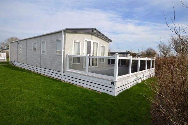 Mobile/park home for sale in Chewton Meadows, Barton On Sea