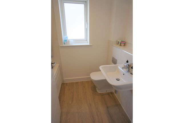 Family Bathroom of John Ruskin Road, Swindon SN25