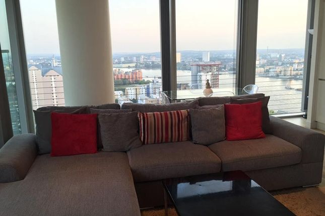 Thumbnail Flat to rent in Landmark Building, 22 Marsh Wall, Westferry Circus, Canary Wharf, London