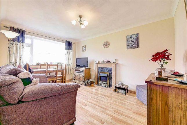 Thumbnail Flat for sale in Ashford Close, Hailsham