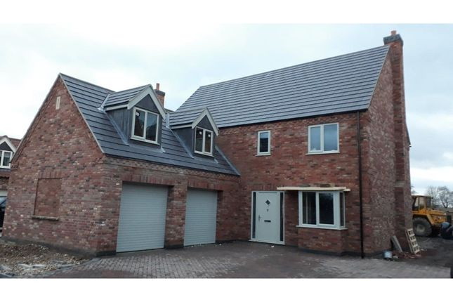 Thumbnail Detached house for sale in Lincoln Road, Skellingthorpe