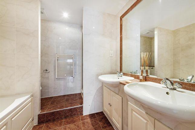 Bathroom of Chelsea Gate Apartments, 93 Ebury Bridge Road, Chelsea, London SW1W