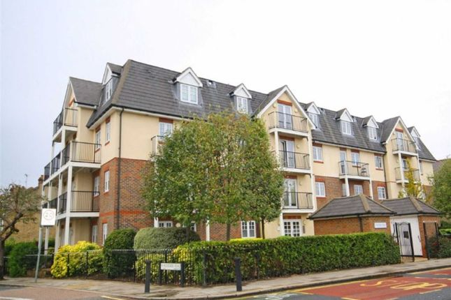 2 bed flat to rent in Richmond Road, Kingston Upon Thames