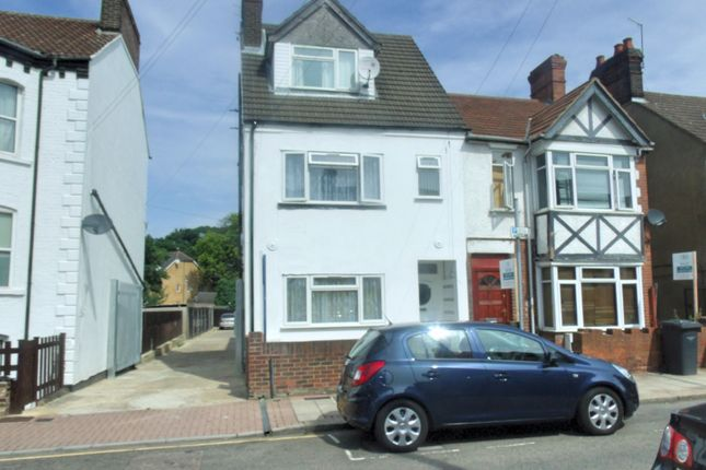 Thumbnail Terraced house to rent in Clarendon Road, Luton