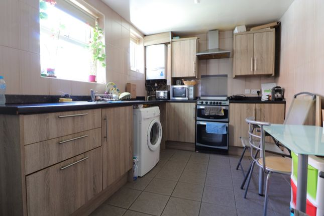 3 bed terraced house to rent in Gordon Road, Wellingborough, Northamptonshire NN8
