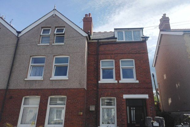 1 bed flat to rent in York Road, Colwyn Bay LL29