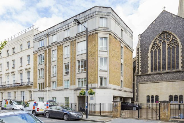 2 bed flat to rent in Gloucester Terrace, Hyde Park, London W2
