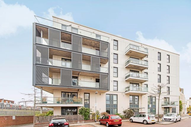 Thumbnail Flat to rent in Randall Court, Parsons Green