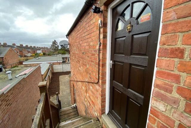 Thumbnail Flat to rent in Kingsley Park Terrace, Kingsley, Northampton