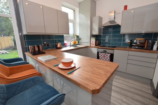 Thumbnail Semi-detached house to rent in Longley Road, Almondbury, Huddersfield