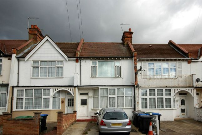 Thumbnail Flat to rent in Park Road, Wembley