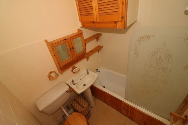 Bathroom of Maxwellton Street, Paisley PA1