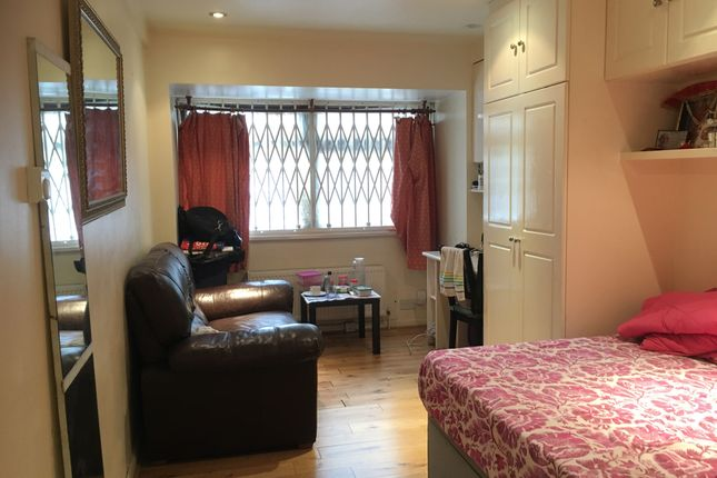 Thumbnail Studio to rent in Allendale Close, Camberwell