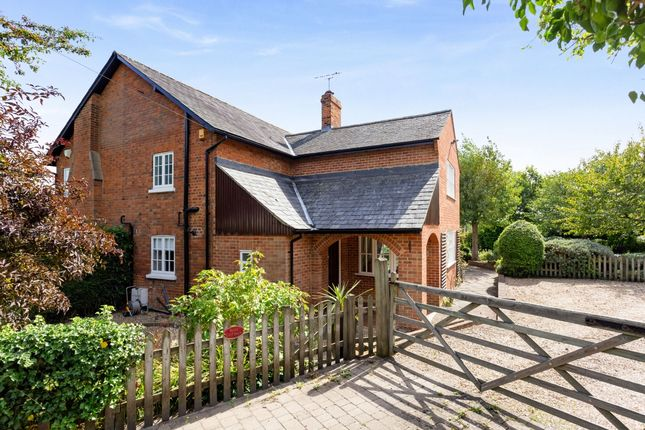 Thumbnail Cottage to rent in Kings Lane, Cookham, Maidenhead