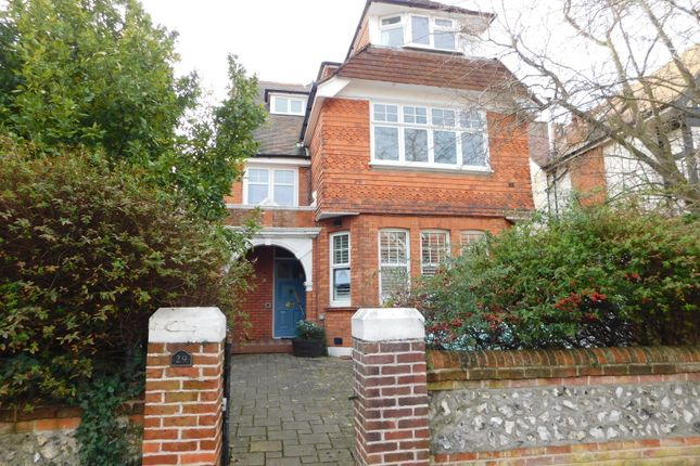 2 bed flat to rent in Arlington Road, Eastbourne BN21